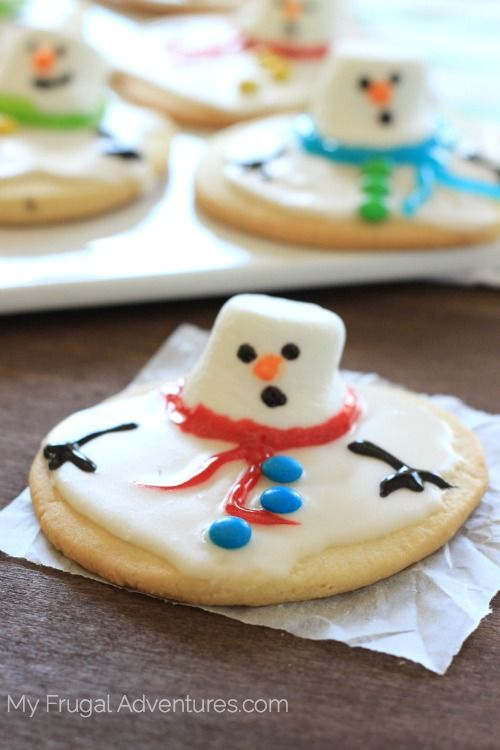 Have you seen these melted snowman cookies? I love them! I saw them last year from a Polish blog called My Pastries. Her