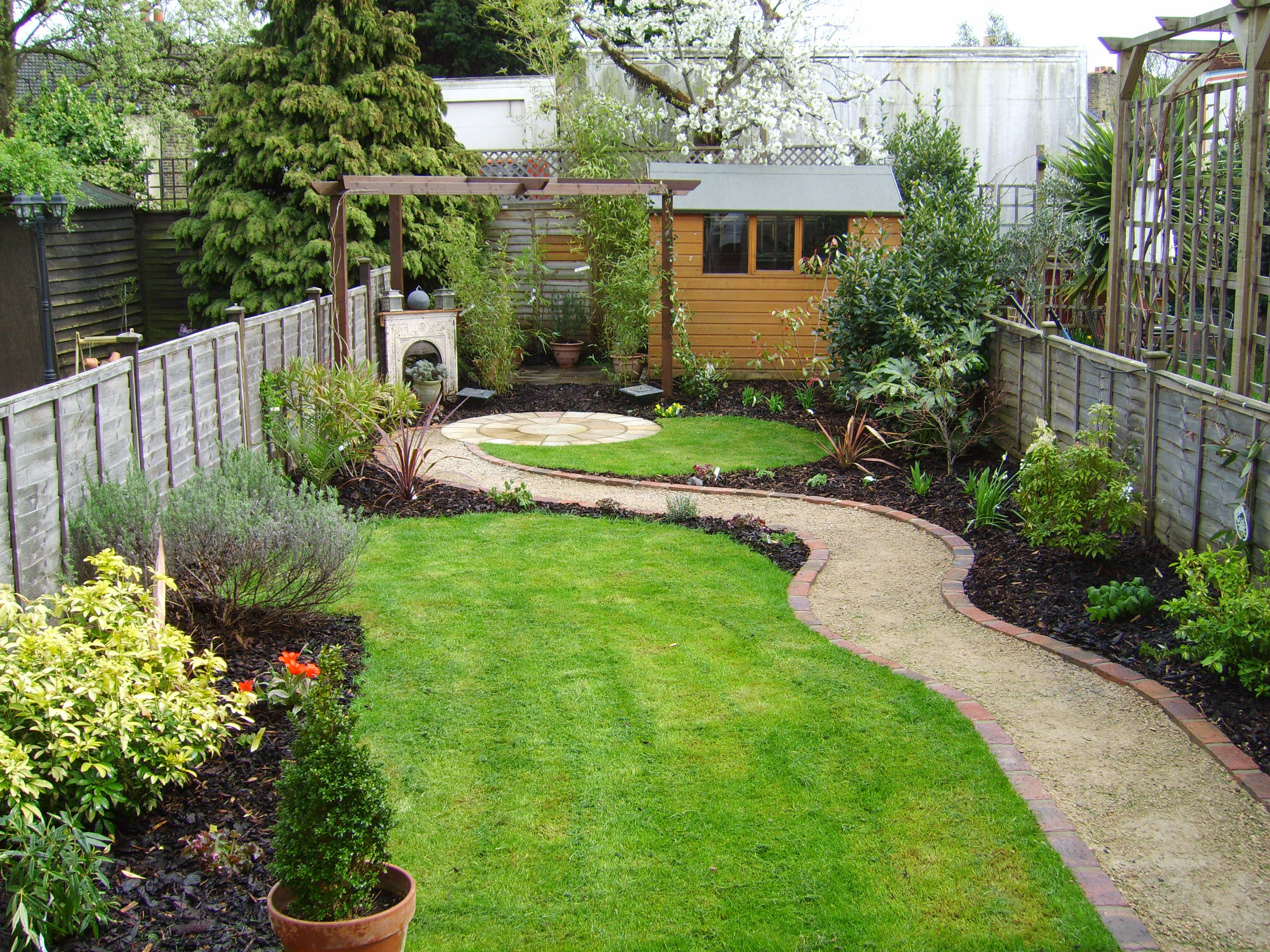 Small Garden That Was Also A Long Thin Garden Tuin Pinterest