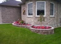 Front yard shrub bed landscaping small house | Front Yard ...