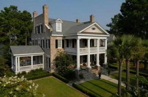 southern mansion dreamy landscaping