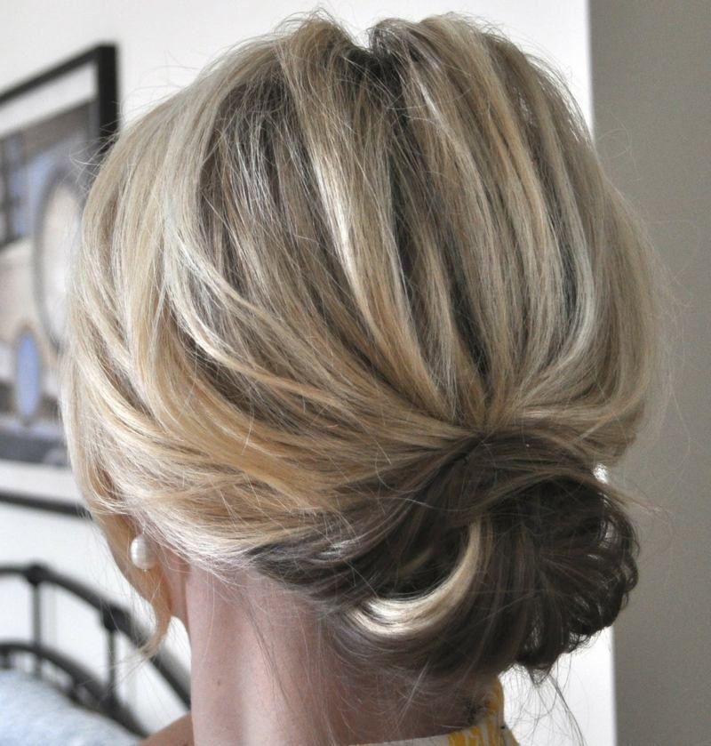 Die Haare Können Sie Zu Einem Niedrigen Dutt Als Hochsteckfrisur