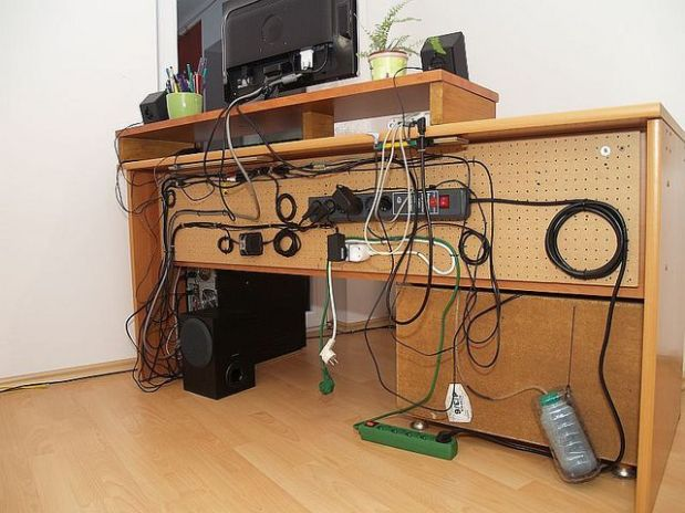 Desk+Cable+Management