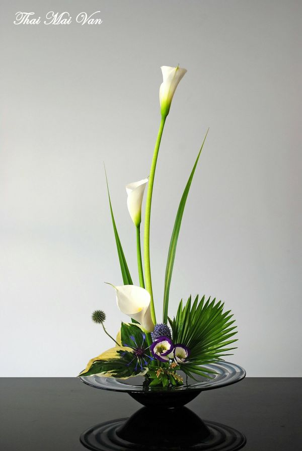 Ikebana Flower Arrangement Design