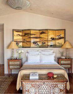 Decorating above bed ideas also why you should decorate your architectural digest rh pinterest