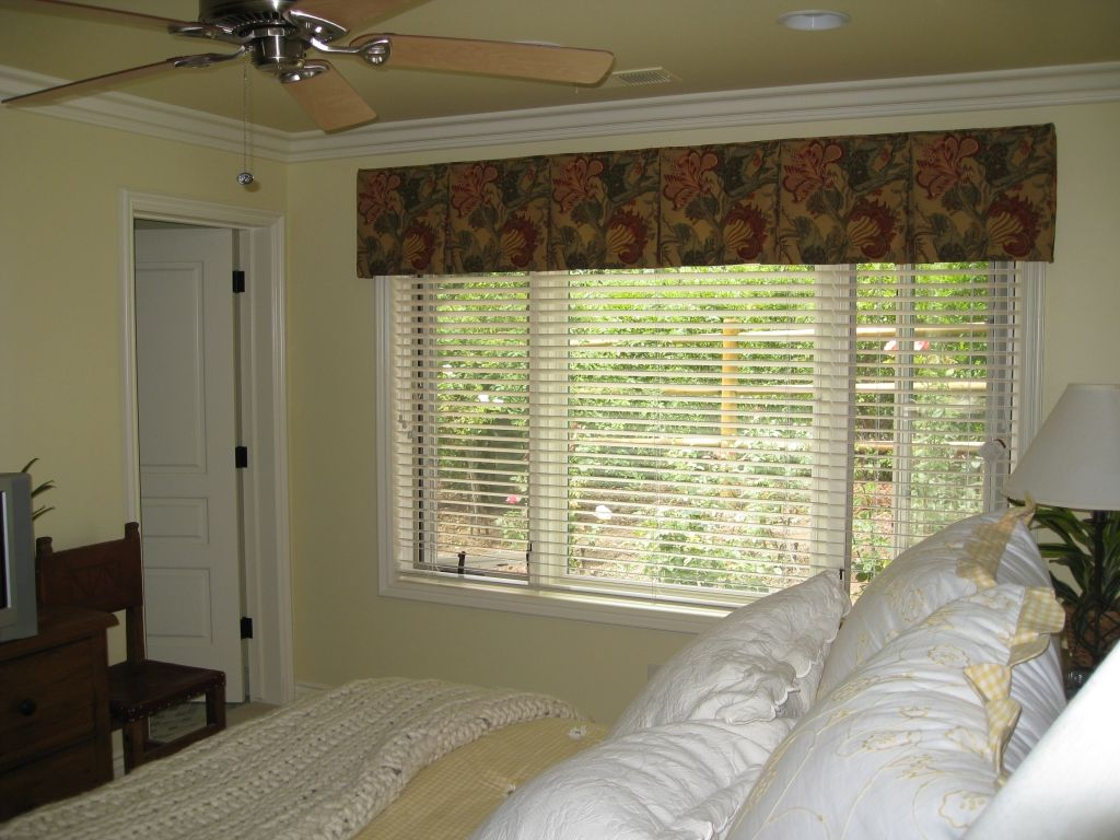 Box Pleat Valance With Wood Blinds
