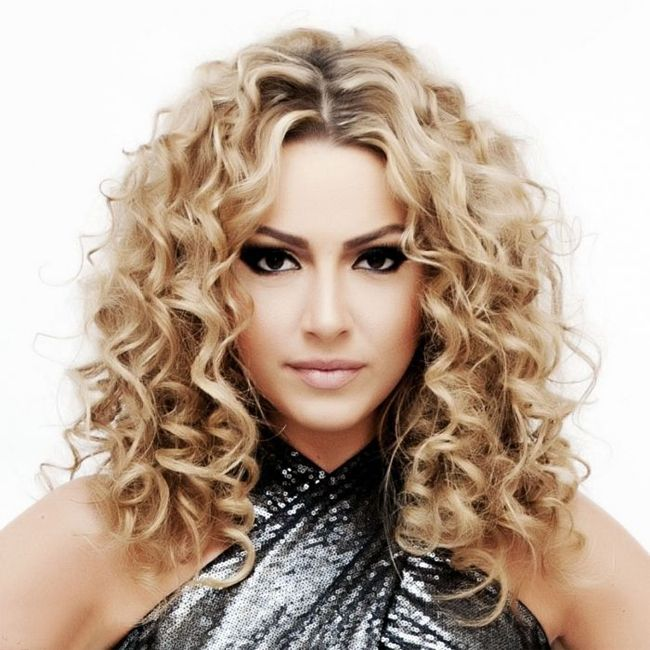 Shoulder Length Loose Curl Hairstyles For Women Fashion