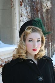 vintage 1940s black & green feathered