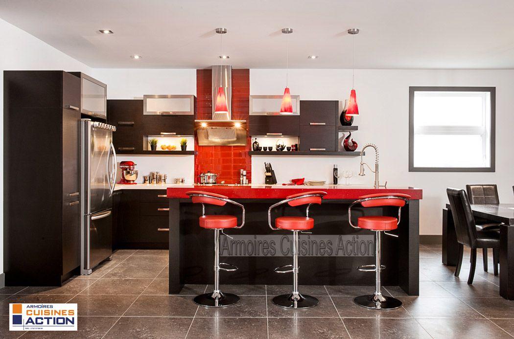 Magnifique cuisine en Wenge couleur Espresso avec un comptoir de quartz de 4 Passion rouge
