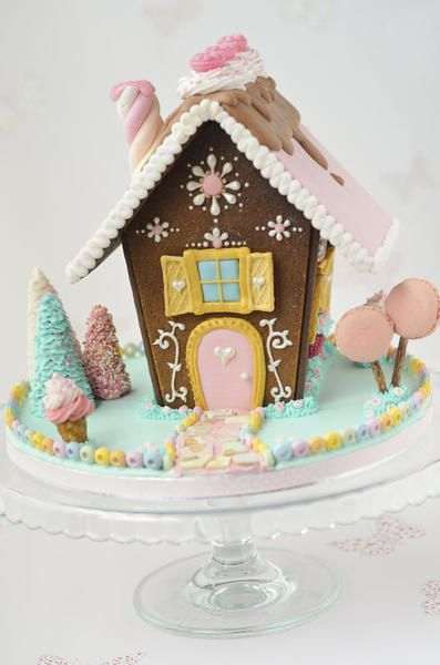 10 Gingerbread Houses You MUST See! I Love These! This Is One Of