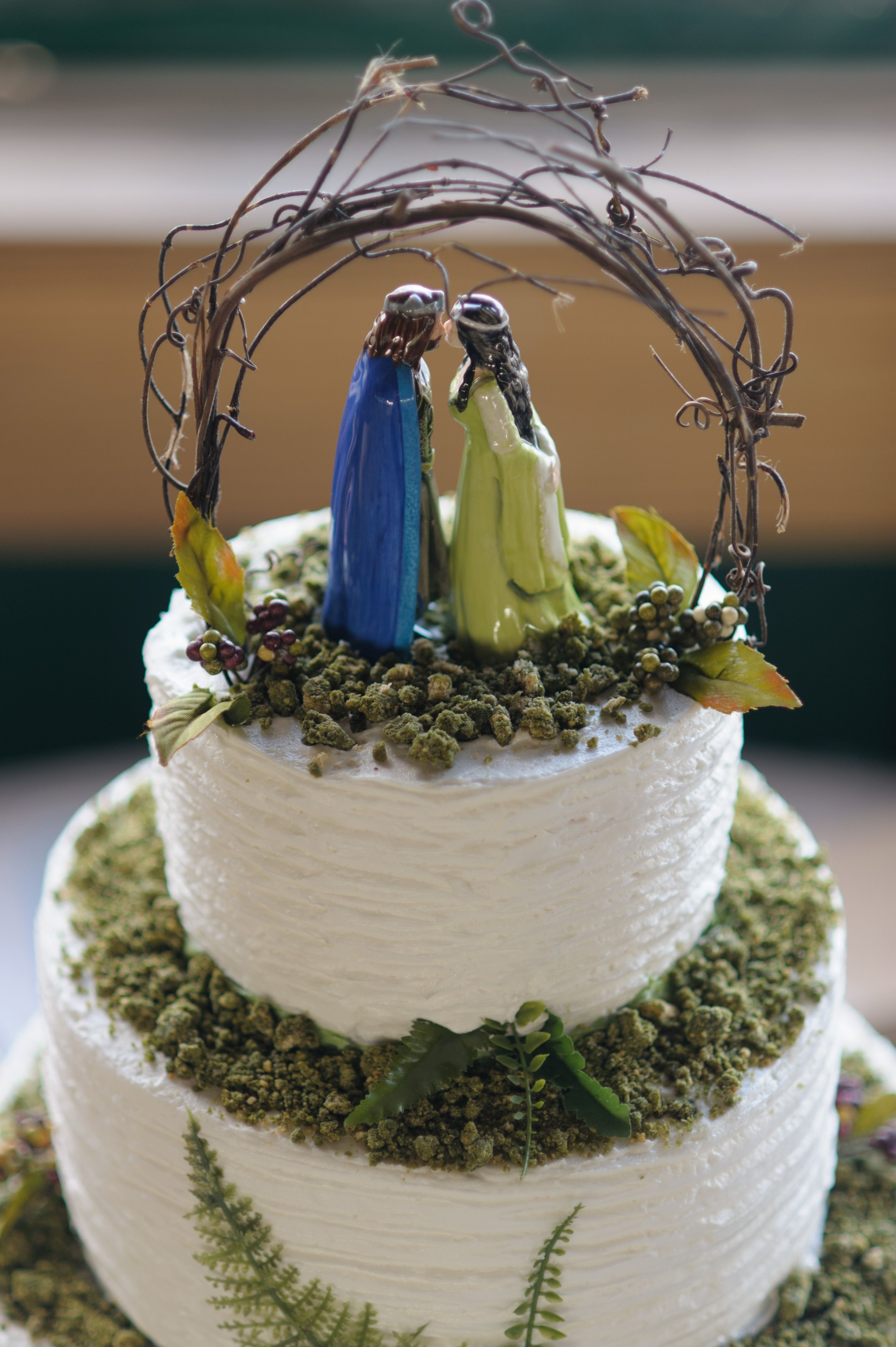 Arwen and Aragorn Cake topper Lord of the rings  The Hobbit wedding Cake Check out the rest of