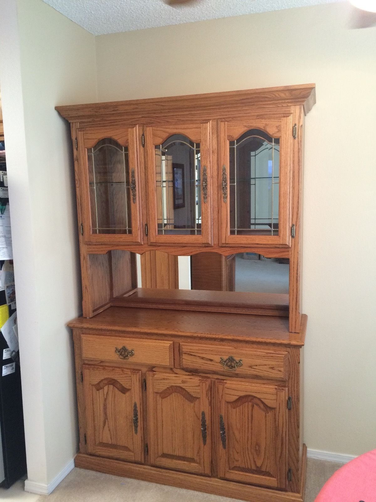 Beautiful Solid Oak Hutch and Buffet Storage Cabinet
