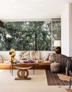 Midcentury abode an african stool floral print couch large gold sculpture and classic designs all call this open living room home also spear para todos los gustos pinterest la rh