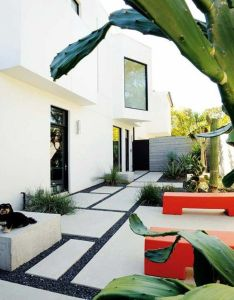 Modern house with front garden gravel and stone paving also rh au pinterest
