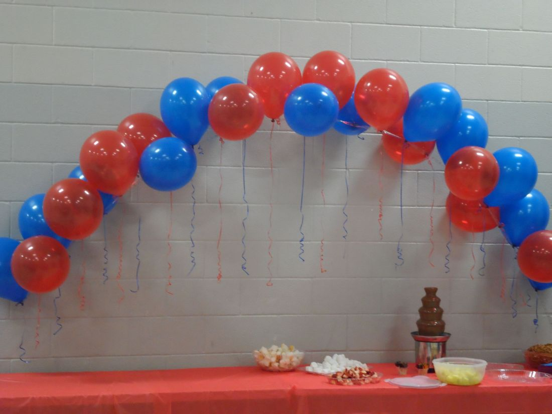 Balloon arch for the cake table they are easy to make