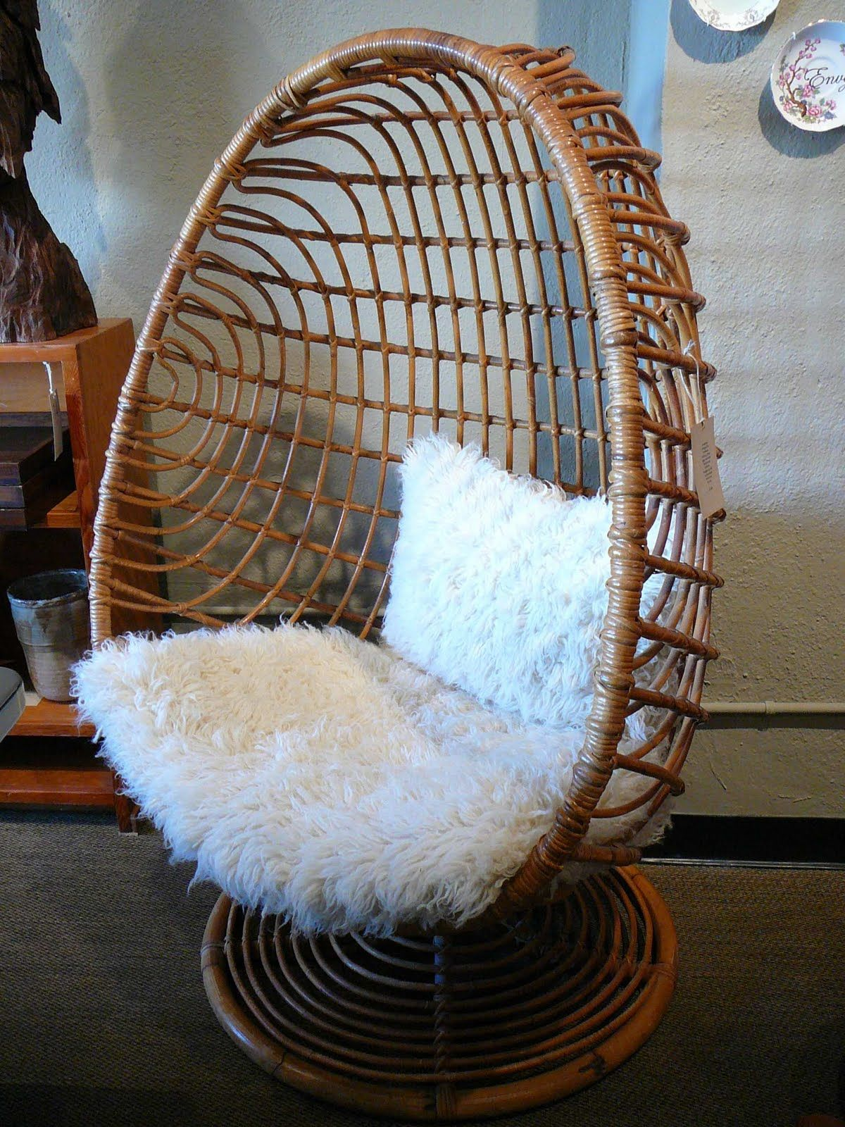 Fuzzy Chairs 60 39s Egg Chair It Looks Fuzzy Awesome House Ideas