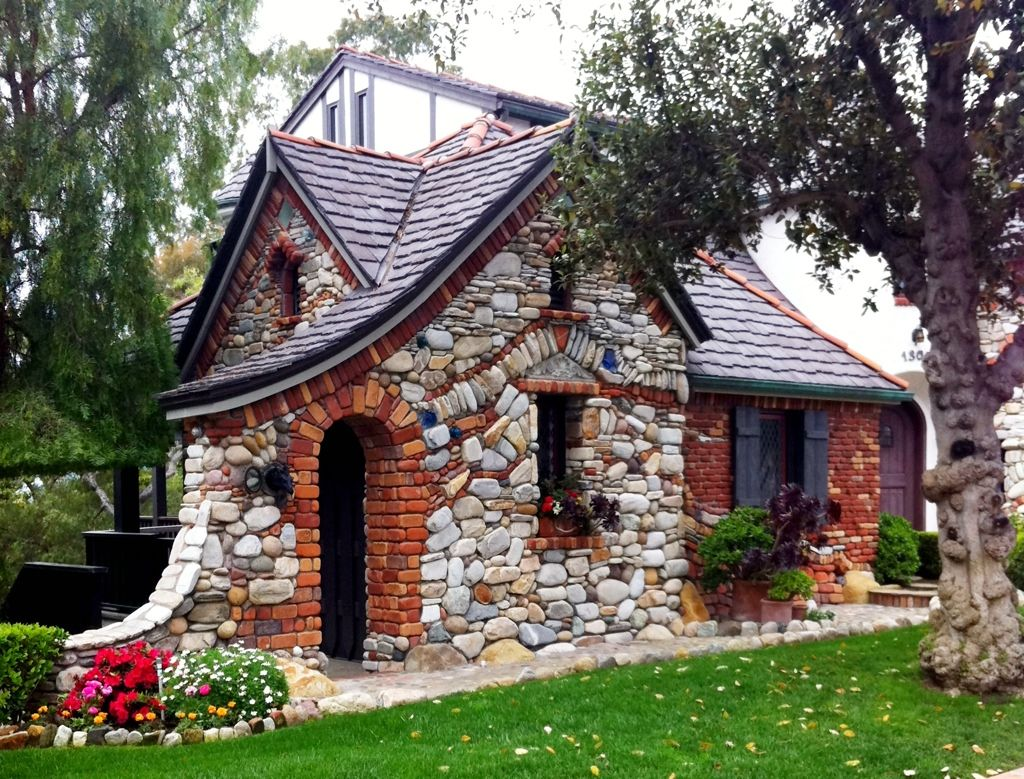 lovely little stone cottage to live in A tad bigger