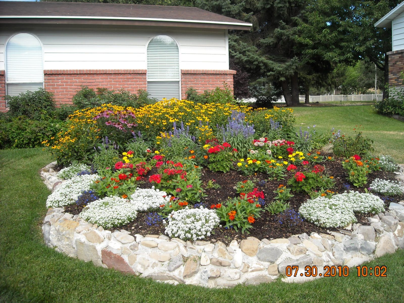 12 Best Images About Round Flower Beds On Pinterest Gardens