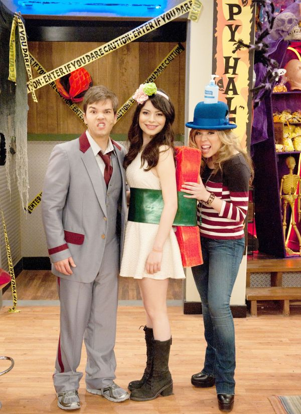 let me just tell you how much i love icarly!!! is that