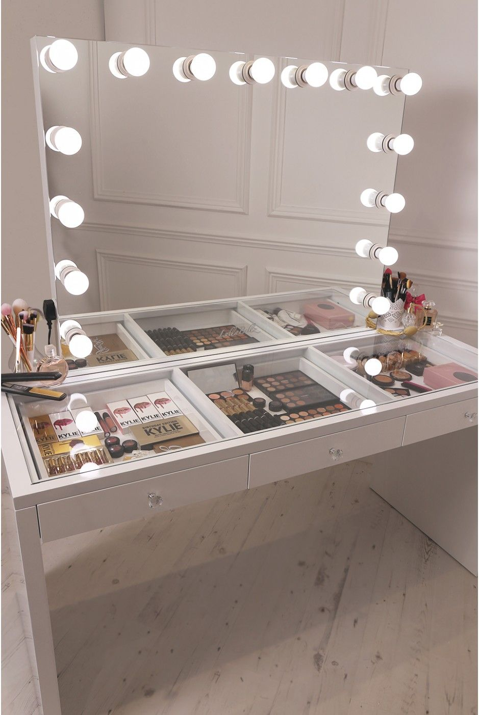 crisp white finish Slaystation make up vanity with premium