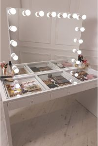 crisp white finish Slaystation make up vanity with premium