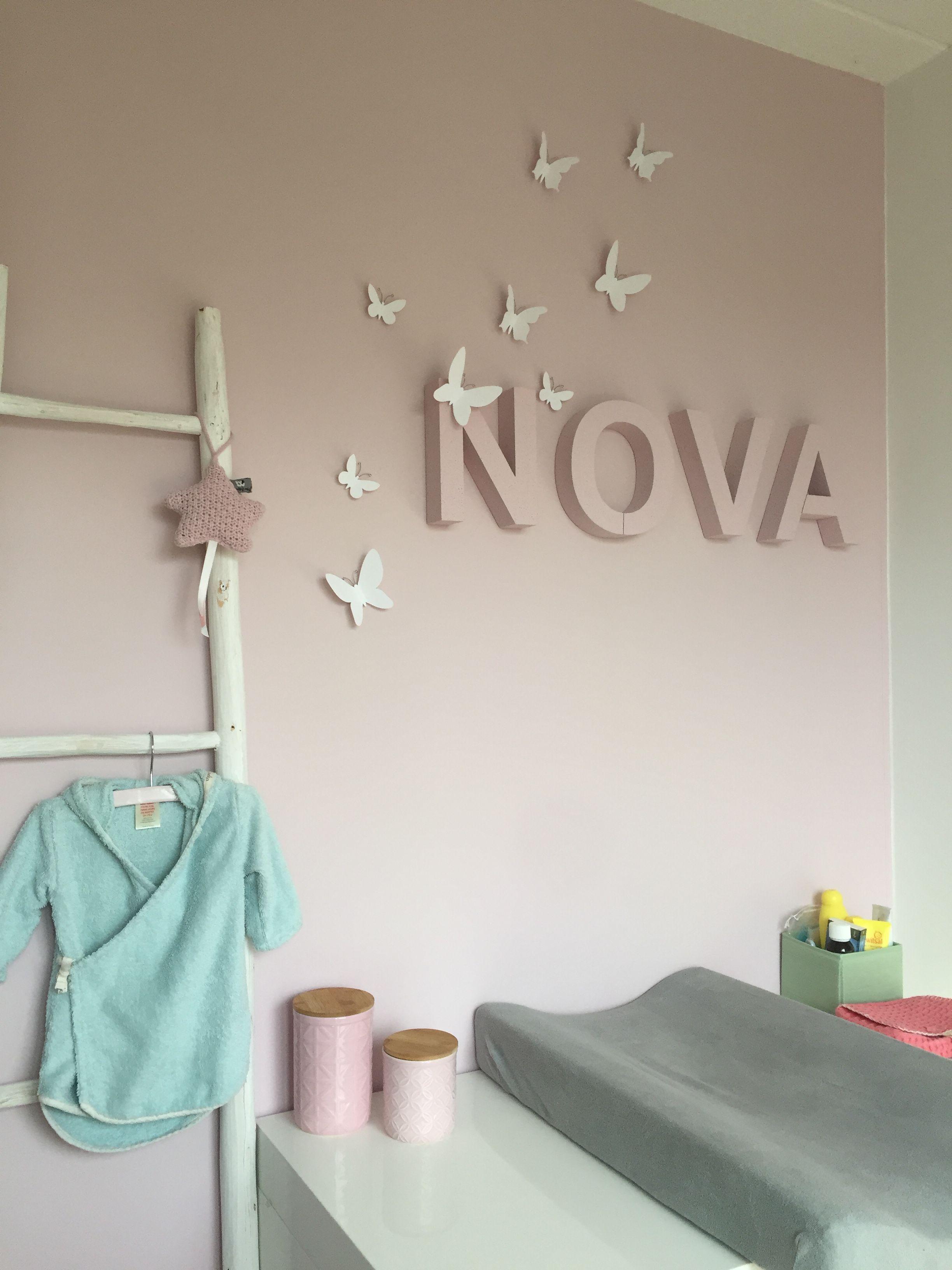 Babykamer meisje roze naam Nova Letters Babypark Vlinders