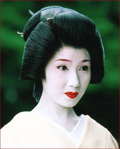 Typical Geisha Hairstyle Geishas Usually Wear A Simple Wig Over