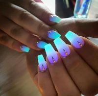 "Glow in the dark. | nail art ""beautiful"" 