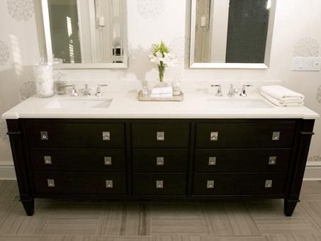 tara fingold. (decorpad) modern black bathroom design with
