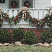 25 Indoor Christmas Decorating Ideas | Garlands, Holidays ...