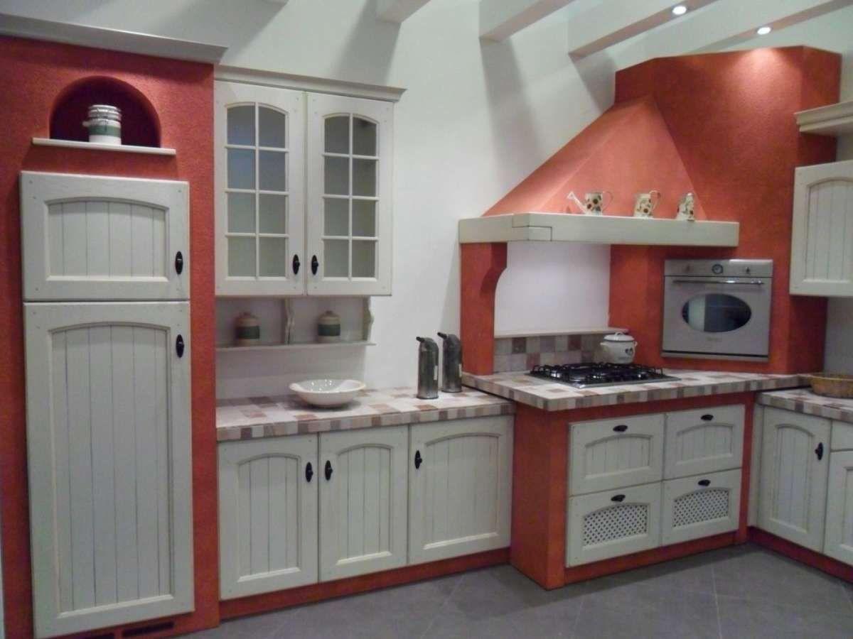 Cucine in muratura rustiche e moderne  Cucina in muratura bianco per un effetto luminoso