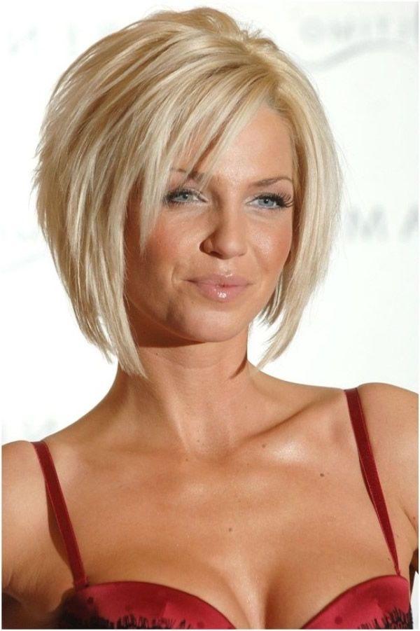 Lagerte Bob Frisur Für Blondes Haar Frisuren Mittellanges Haar