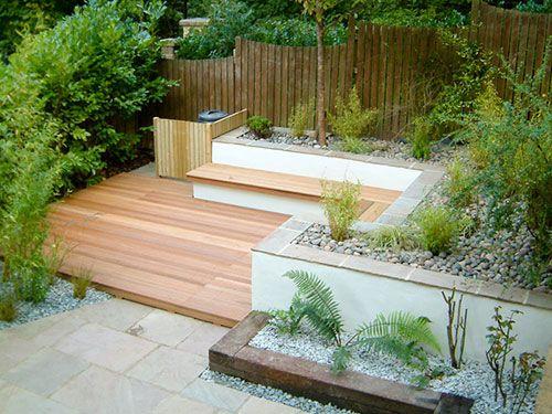 Een Mooie Design Tuin Waar Tegels En Vlonders Met Elkaar Worden Gecombineerd Klusopmaat