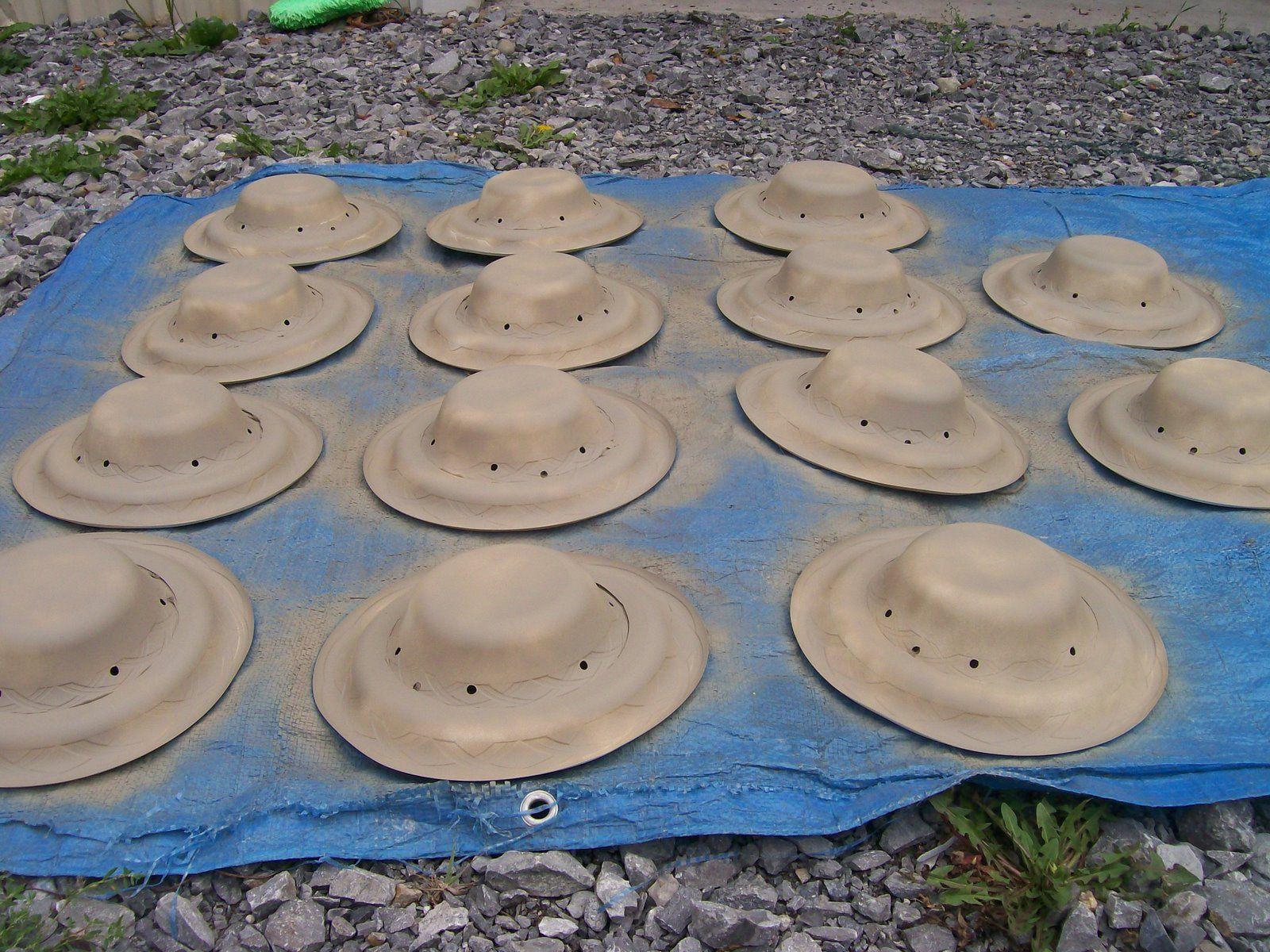 Widget Worm Paper Plate Safari Hats