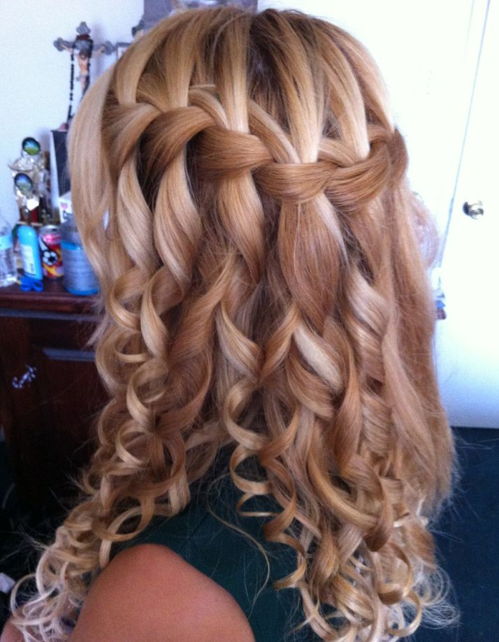 Magnificently Cute Hairstyles For Chic Women Curly Hair Medium