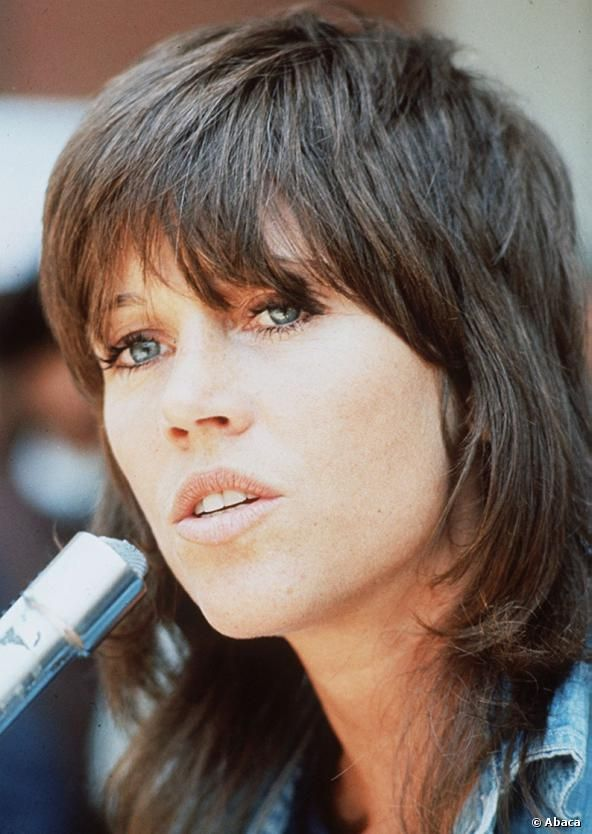 In Den 70er Jahren Zeigt Sich Jane Fonda Mit Einem Stufenschnitt