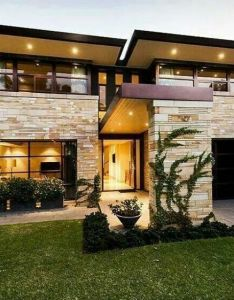 These beautiful homes create stunning exterior looks using stone accents if you love that luxurious look will want to see also follow me for more beautifull houses cassidy lemstra rh pinterest