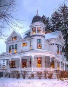 Victorian at christmas time snow adds to its beauty for daddy also ng home rh pinterest