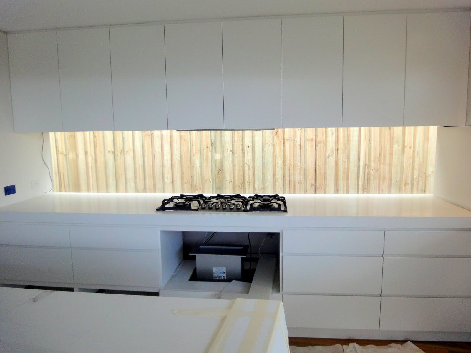 like the lots of drawers like the no handle look on the top cupboards same window splash back