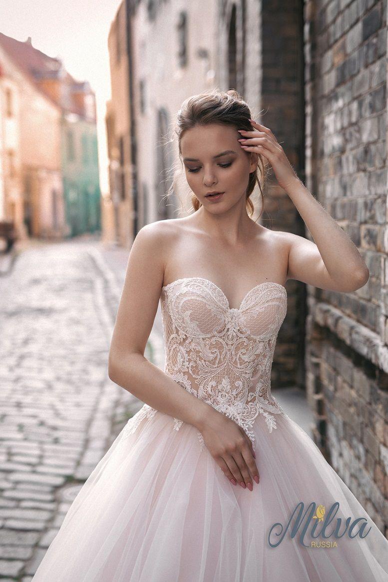 Sweetheart neckline sleeveless ball gown wedding dress sweep train #weddingdress #wedding #weddinggown