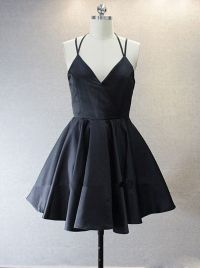 Simple V-neck Sleeveless Short Black Taffeta Homecoming ...