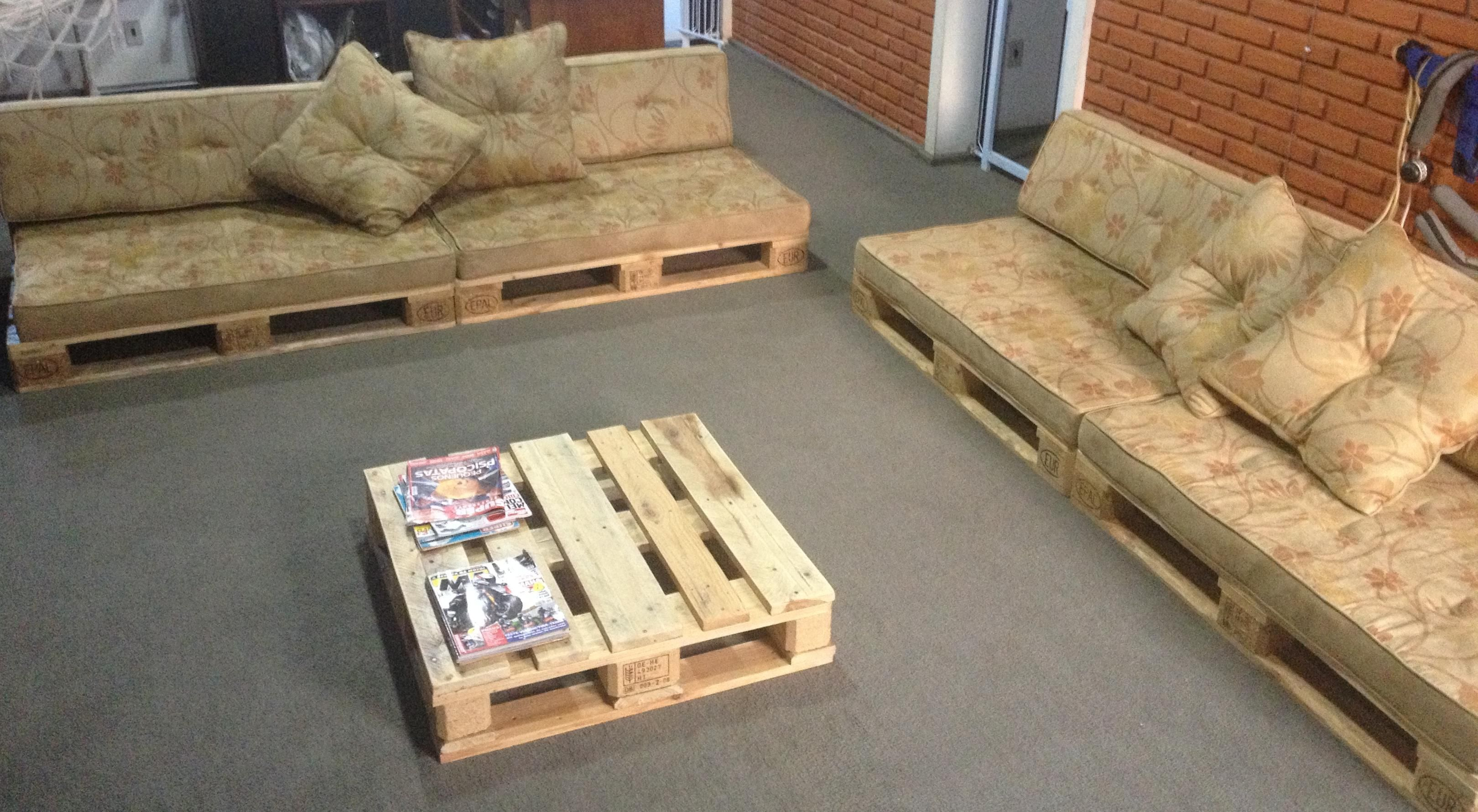 diy sofa from pallets sofas valencia spain divano con tavolino pallet design pinterest