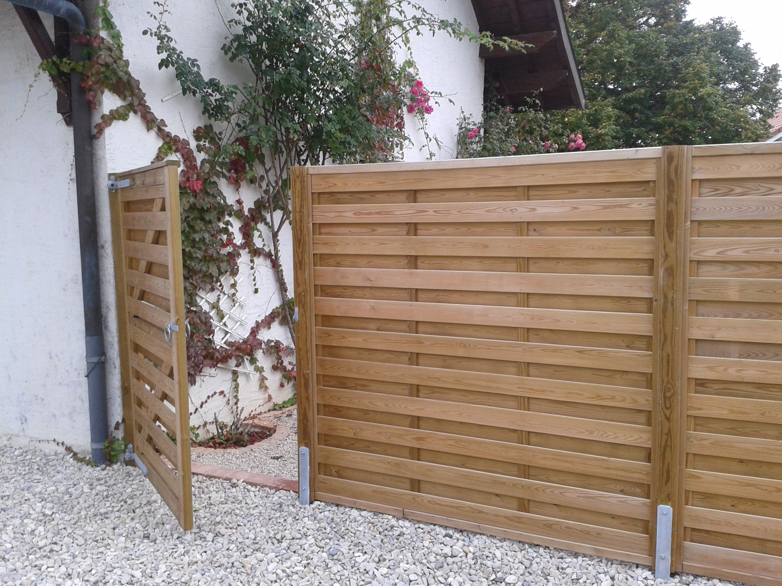 Jacksons Horizontal 'Hit And Miss' Fence Panels With Matching Gate