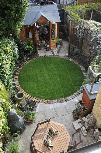 OMG A Circular Lawn With A Brick Border! Outstanding! #small