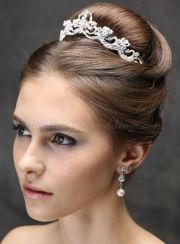 penteados tiara high bun