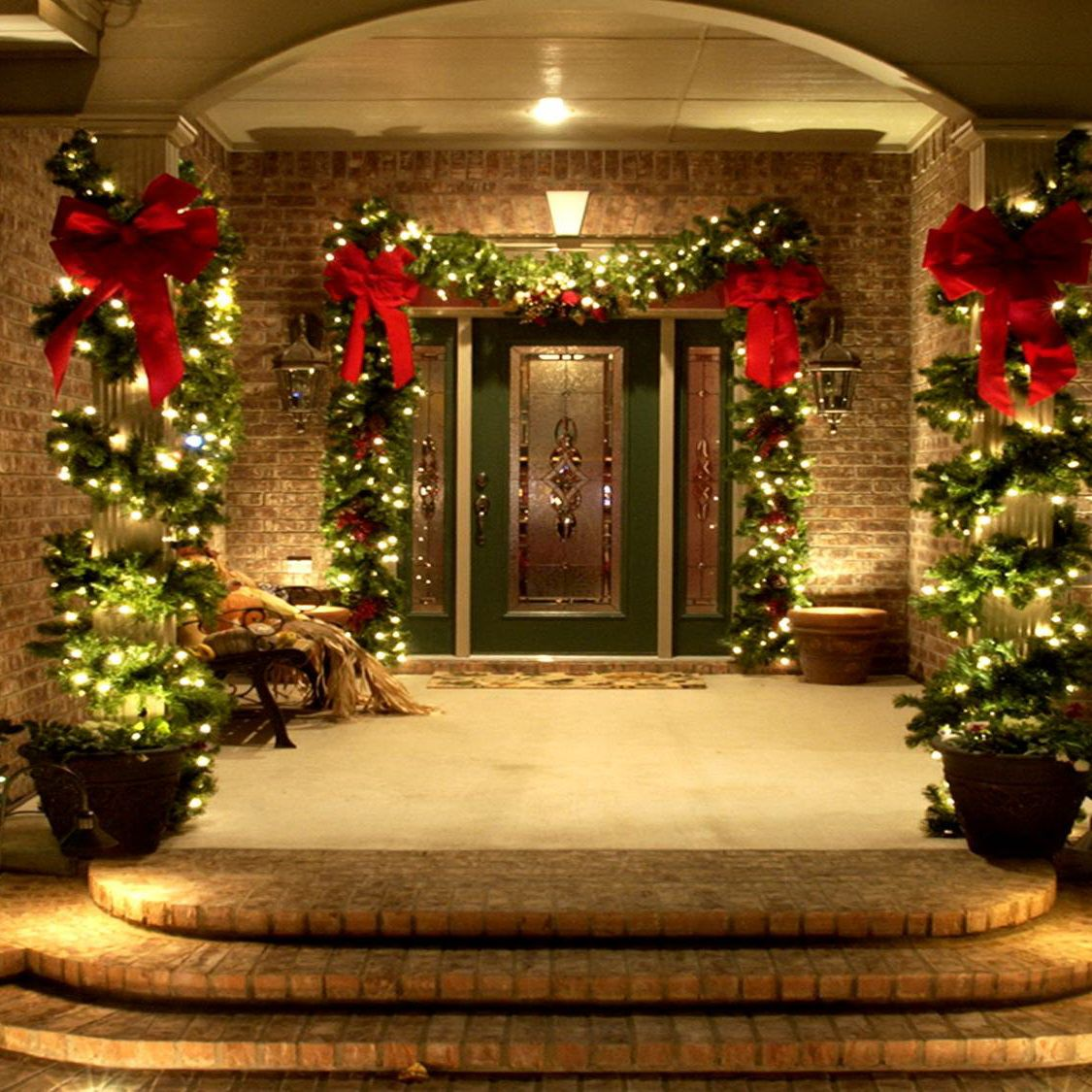18 Most Striking DIY Christmas Porch Decorations That Will Melt