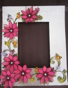 Photo frame interesting how the flowers are done also quilled rh pinterest