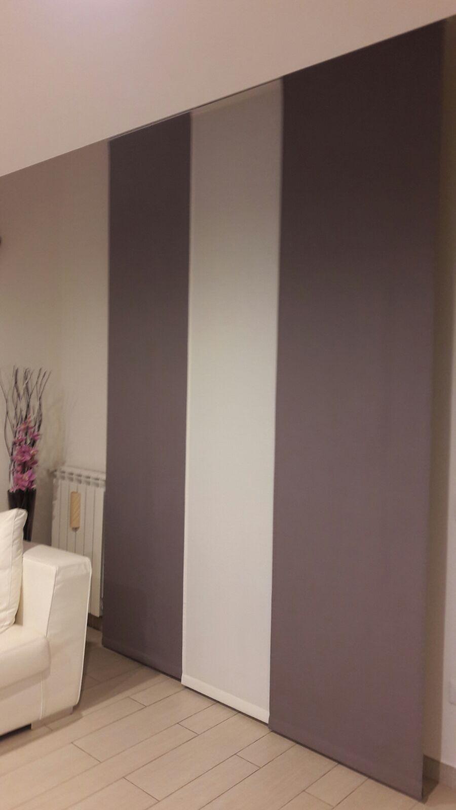 tende a pannello per sala in tessuto coprente con colori a contrasto  Tende da interni