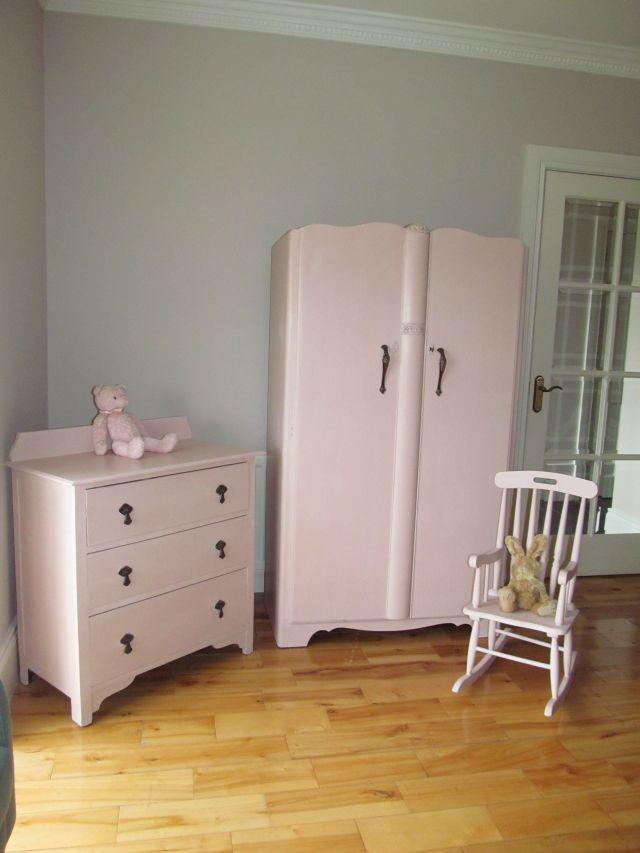 Vintage bedroom furniture painted in Annie Sloan Antoinette