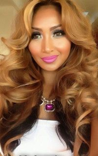 Medium Hairstyles To Make You Look Younger | Honey blonde ...