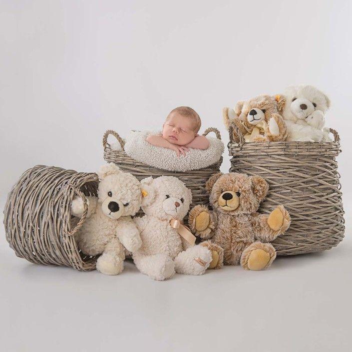 Baby Fotoshooting mit kuscheligen Freunden  Babyfotos mit